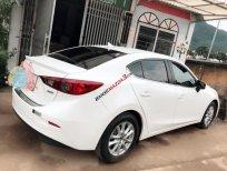 Bán giá thấp với chiếc Mazda 3 1.5 sedan sản xuất 2017, màu trắng, giá thấp