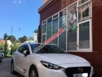 Cần bán xe Mazda 3 năm sản xuất 2017, màu trắng, giá chỉ 600 triệu