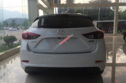 Bán Mazda 3 1.5 AT sản xuất 2018, màu trắng, giá tốt