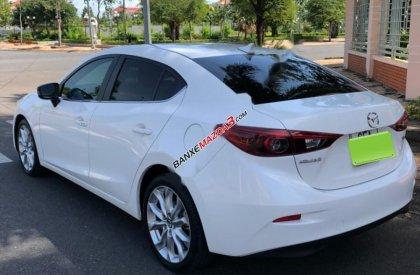 Cần bán gấp Mazda 3 2.0 đời 2015, màu trắng như mới