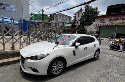 Bán Mazda 3 năm sản xuất 2017, màu trắng, xe gia đình