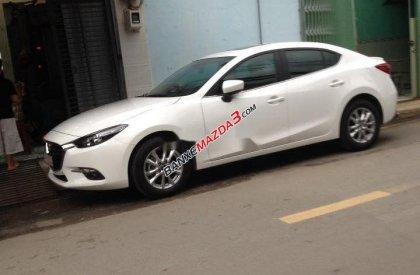 Bán xe Mazda 3 năm 2017, màu trắng như mới