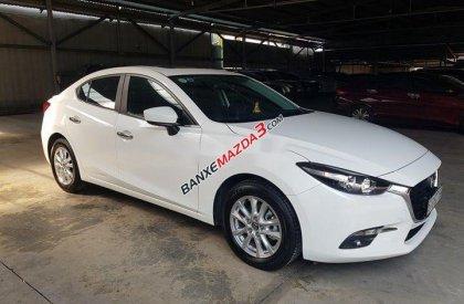 Cần bán gấp Mazda 3 2018, màu trắng, xe nhập